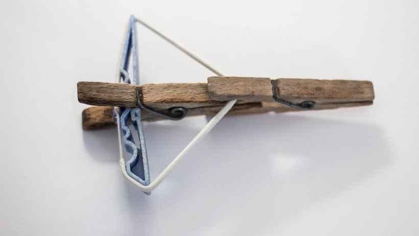 Bricolage enfants : arbalètes en pinces à linge